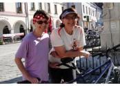 První den v Třeboni – kola se blyští, s úsměvem čekáme na dění příští.